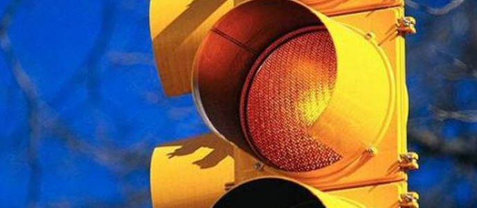 闯黄灯算不算交通违法 新手必备知识